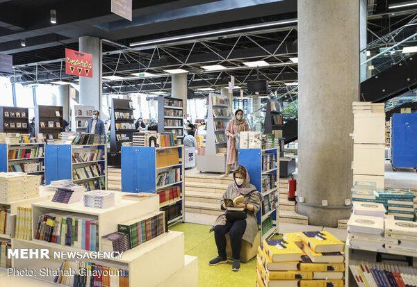 باغ کتاب تخفیف ۱۰ تا ۵۰ درصدی میدهد